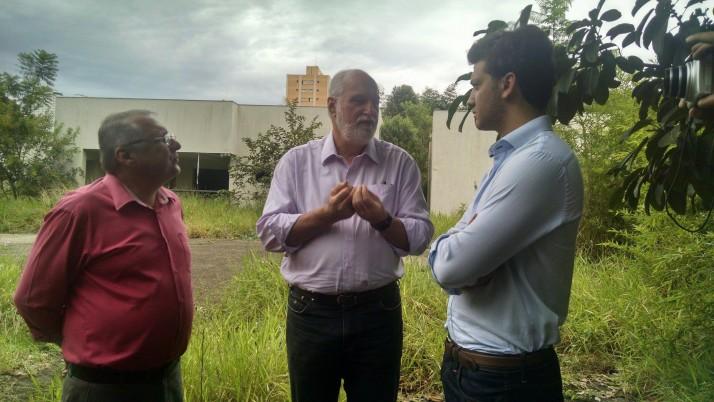 Ricardo Young visita o Parque Vila Ema